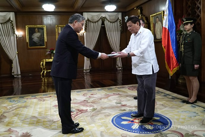 Duterte welcomes three new envoys, retired ASEAN defense chiefs in Manila #BeFullyInformed https://t.co/Yq6Pso5uIy