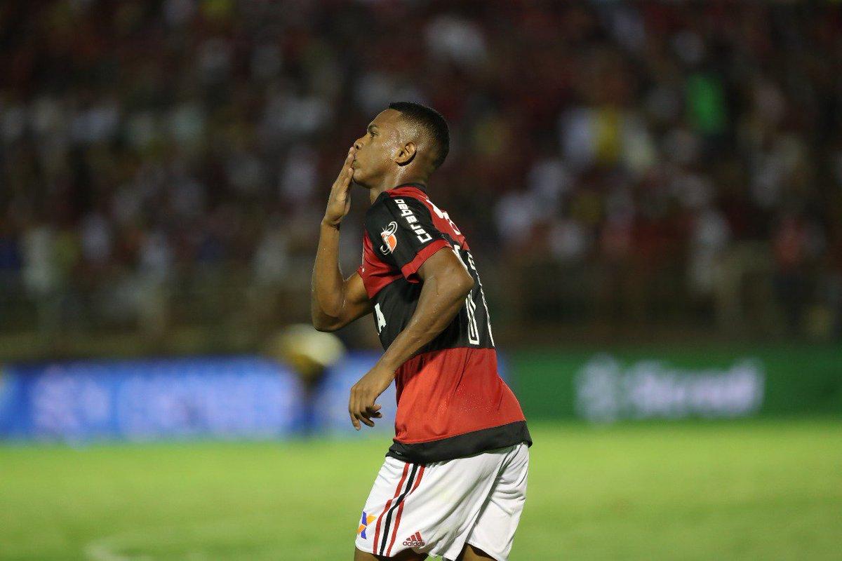 Que tiro foi esse? Lucas Silva deu um chutaço, marcou nosso primeiro gol no ano e seu primeiro como profissional. Boa, garoto!  Foto: Gilvan de Souza/Flamengo