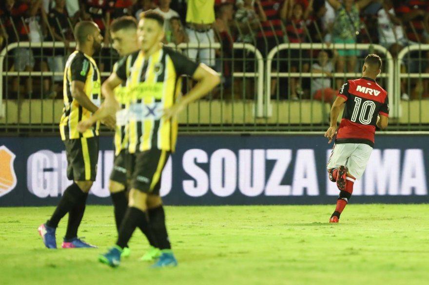 Comemoração do gol de Pepê no jogo de ho...