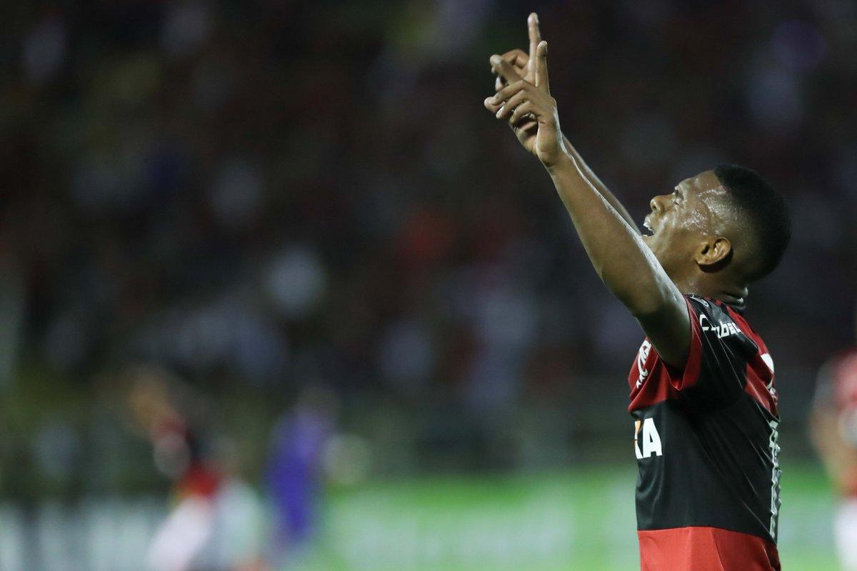 As lágrimas de um #GarotoDoNinho ao marcar seu primeiro gol como profissional do Flamengo. Lucas Silva abriu o placar no primeiro tempo e se entregou em campo até o último minuto.  Foto: Gilvan de Souza/Flamengo
