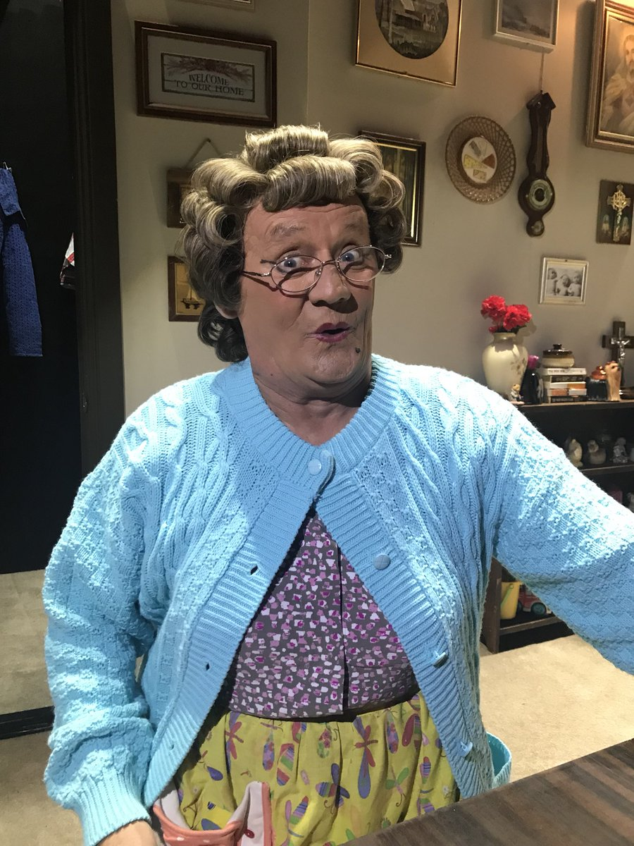 RT @MrsBrownsBoys: Showtime here in sunny Newcastle https://t.co/FA2upt0XTn