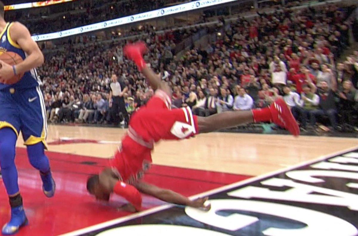 omg Kris Dunn fell so hard on his face t...