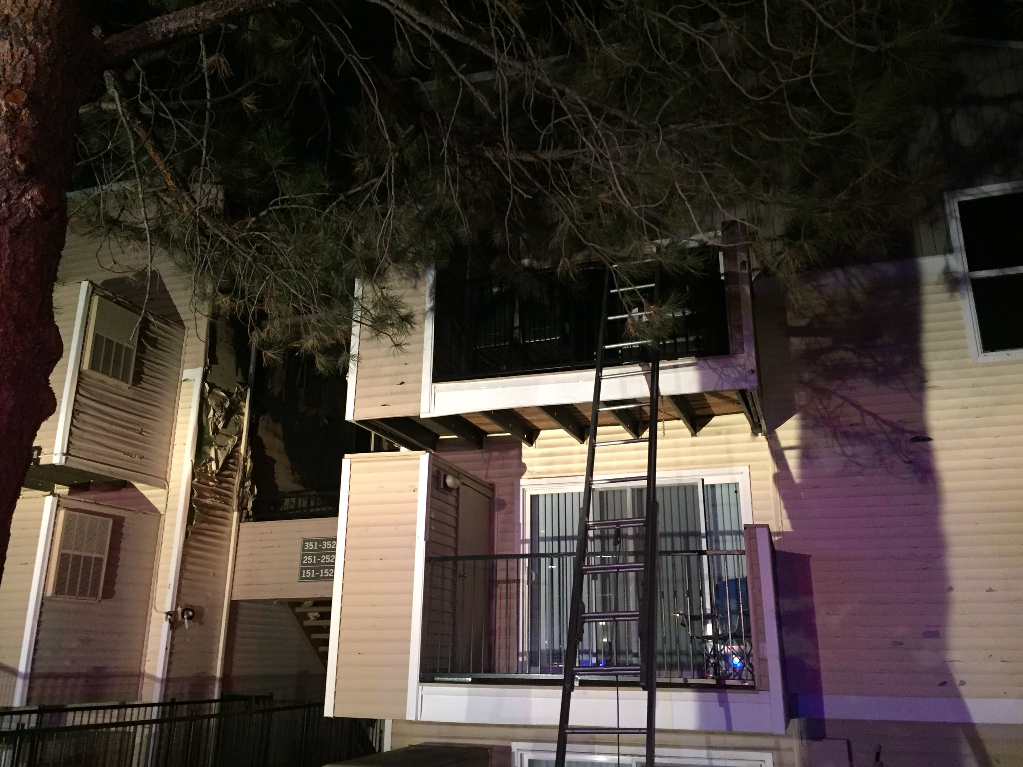 Westmetrofire On Twitter Fire At West Hills Apartments 300 Block