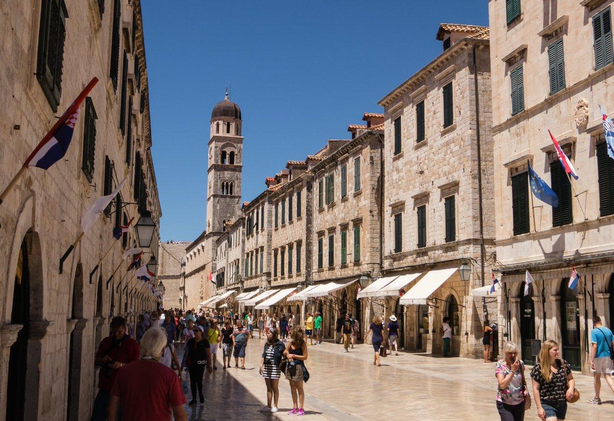 Заведения торговли в Дубровнике сосредоточены на главной улице Страдун
