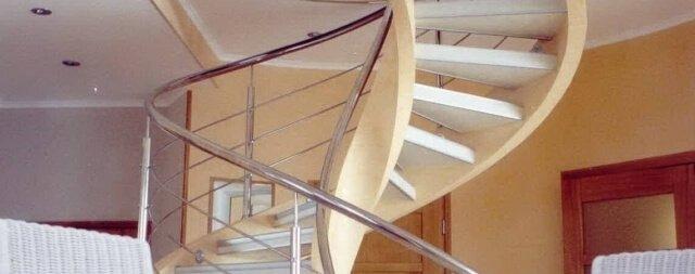 Винтовые лестницы на второй этаж в частном доме фото