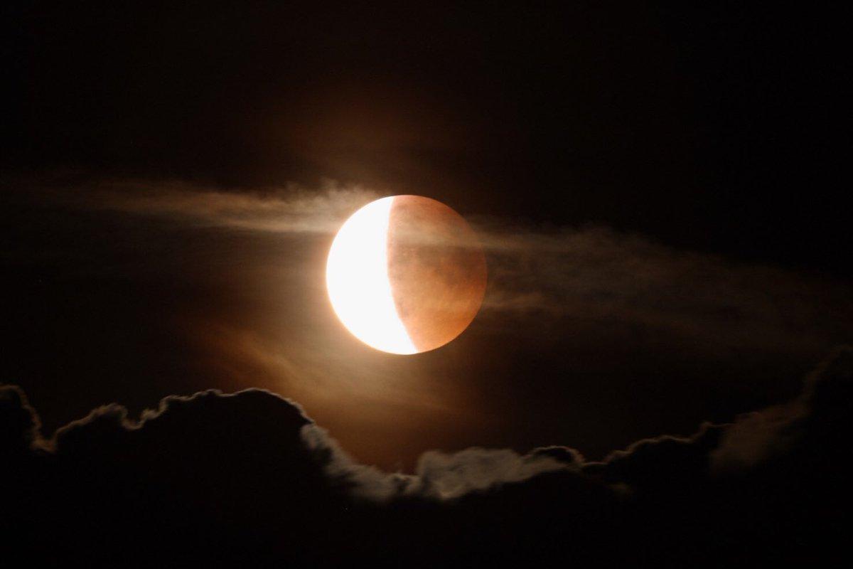 Знакомство в лунное затмение