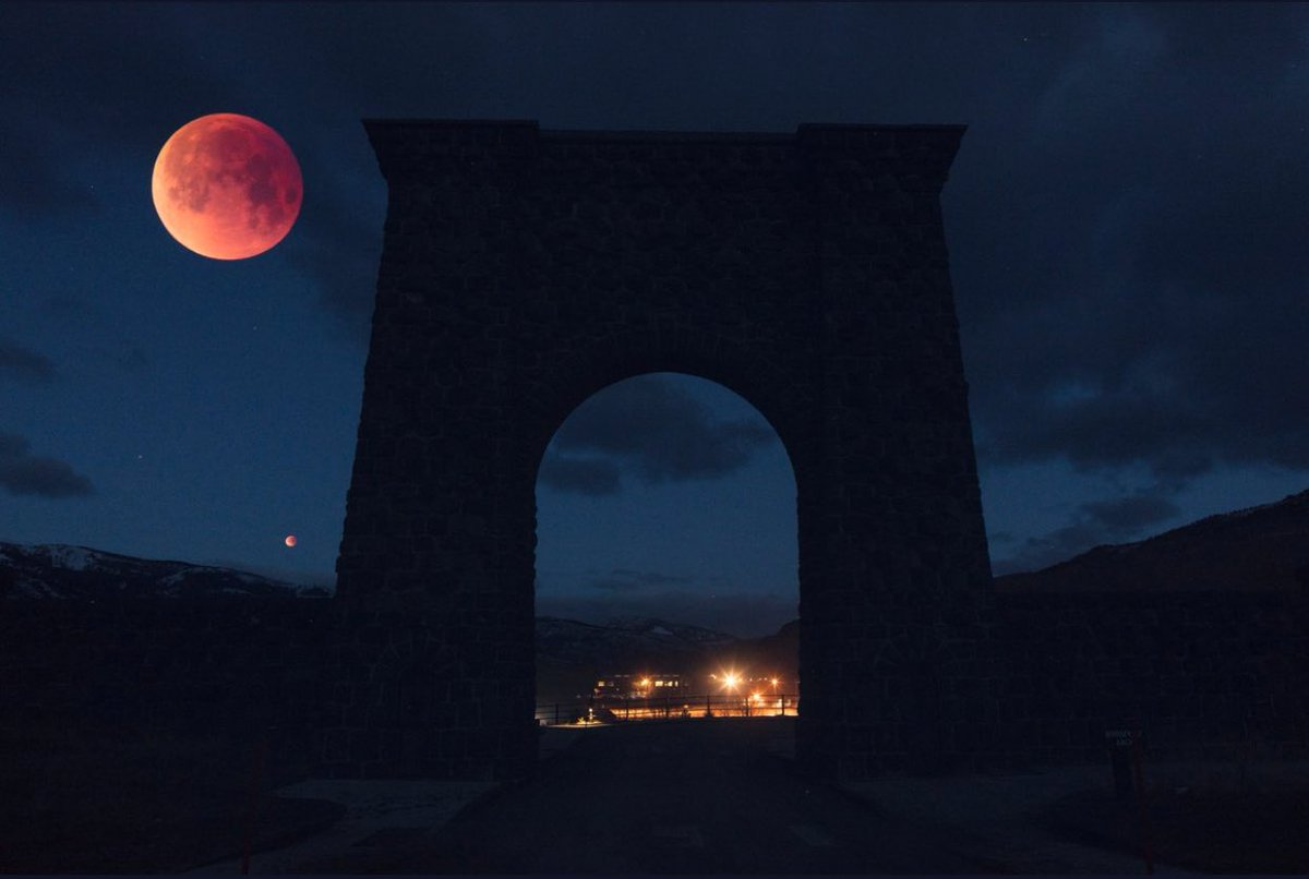 "Pictures From The Historic Blood Moon ""Trifecta"""