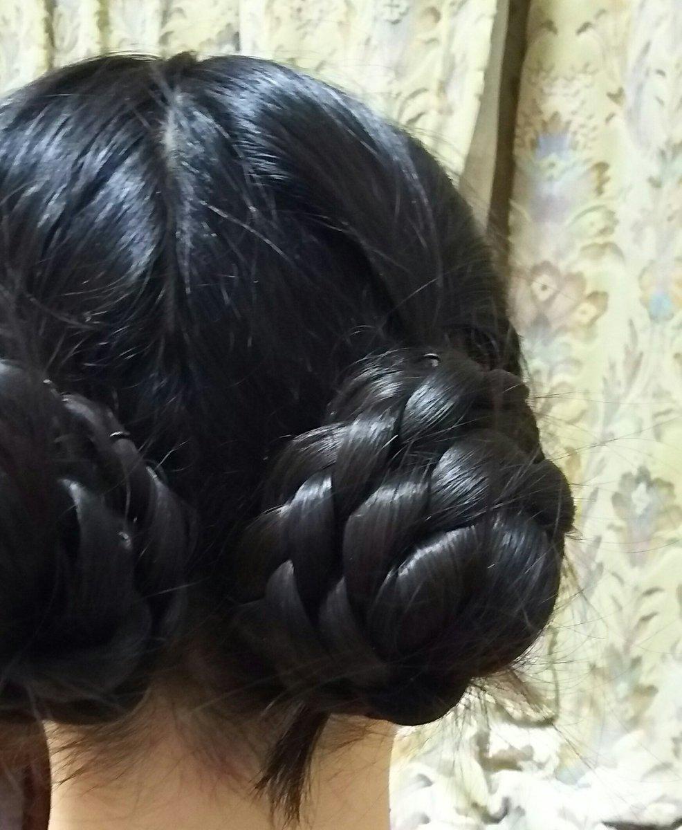 今日はこういう髪型だったんだけど、アレンジちょっと加えたらヴァイオレットちゃんの髪型ができることに気づいて興奮しまちた。  pic.twitter.com/sYWGmhyuLU