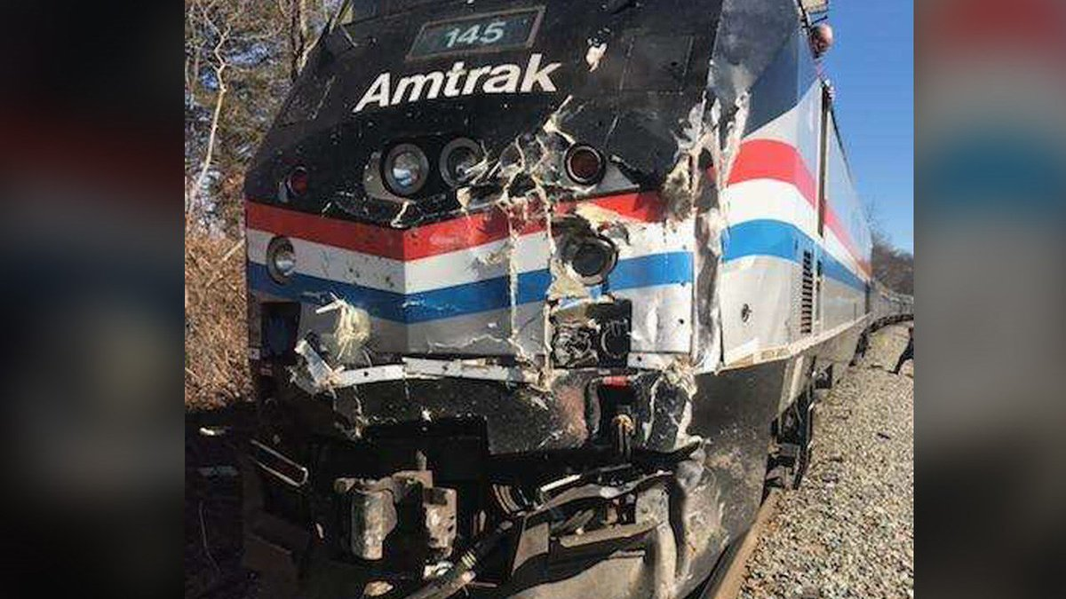 Train carrying GOP lawmakers to policy retreat hits truck near #Charlottesville  https://t.co/hI0gZRCtlv