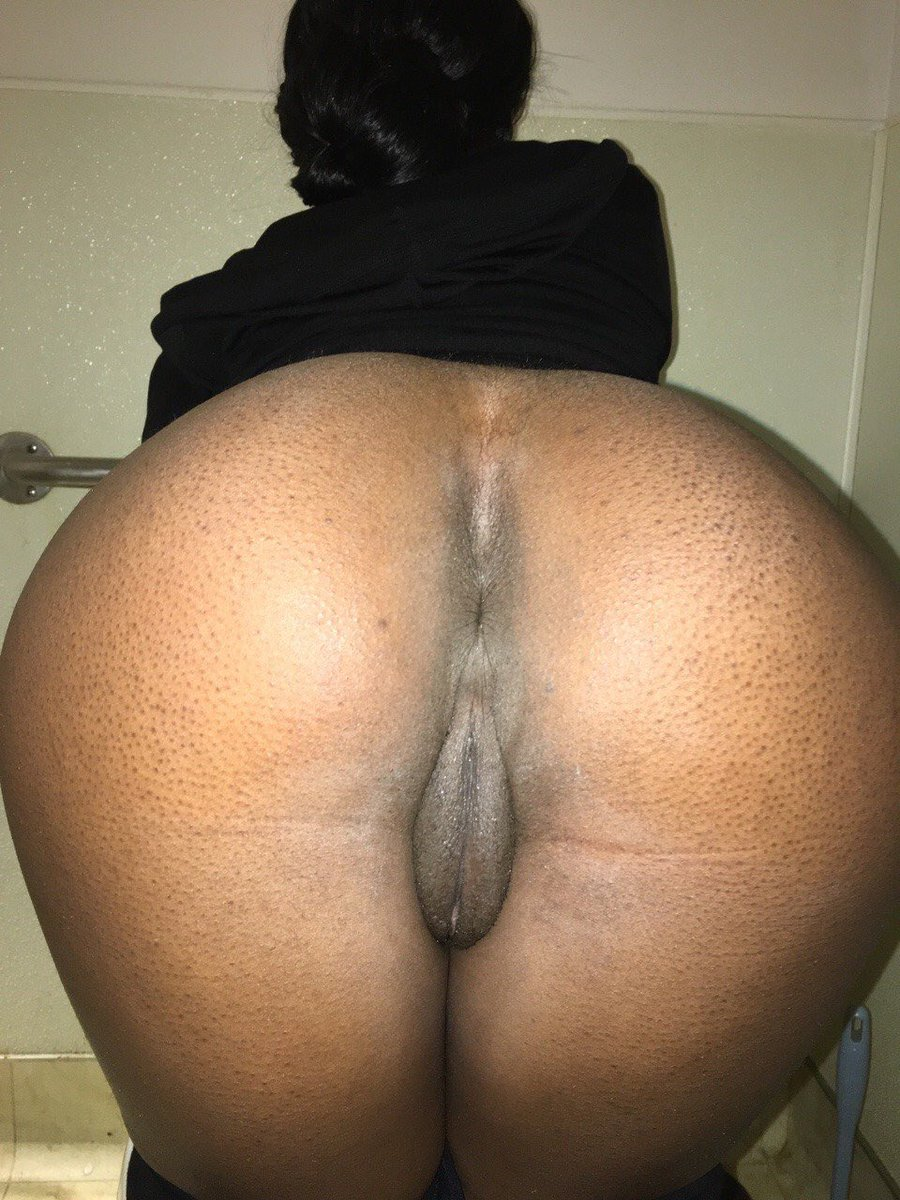 chick-nude-bent-over-fat-black-naked-women-nudism