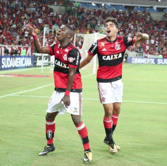 Lançada a polêmica! Que as bases vem forte nós já sabemos, mas qual é a melhor?  ⚽🔥  Flamengo = Curtir Vasco = RT   #RedacaoSporTV