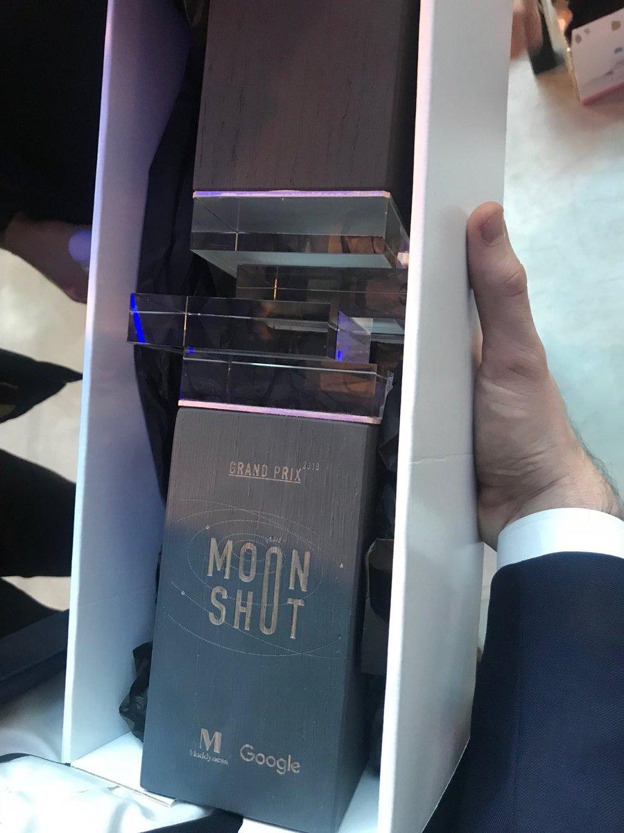 Le trophée #Moonshot est arrivé! Le grand gagnant sera annoncé dans quelques minutes!...