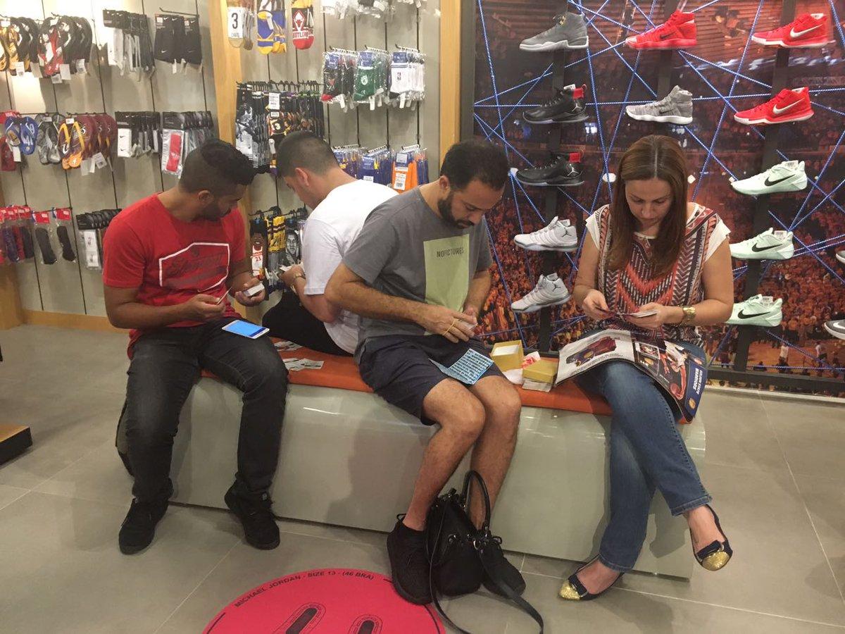 Tarde de Figurinhas rolando nas NBA Stores do @barrashoppingrj (Rio de Janeiro - RJ), @parquedpedro (Campinas - SP) e @MogiShopping (Mogi das Cruzes - SP)! Corra, porque ainda dá tempo de aproveitar! #AlbumNBAPanini