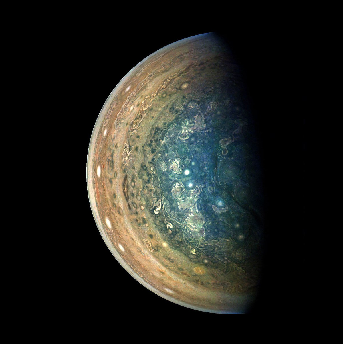 Say hello to Jupiter's south pole! The Juno spacecraft snapped this photo during its tenth orbit around the planet, all while speeding at over 100,000 miles per hour. More incredible space photos here: https://t.co/65dcAOusiB 📸: NASA/JPL-Caltech