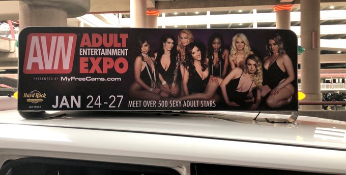 1 pic. IM ON THE TAXI THAT PICKED ME UP IN VEGAS WHAAAAAT @avnawards #AVN https://t.co/P9qpVzIHmz