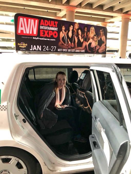 2 pic. IM ON THE TAXI THAT PICKED ME UP IN VEGAS WHAAAAAT @avnawards #AVN https://t.co/P9qpVzIHmz
