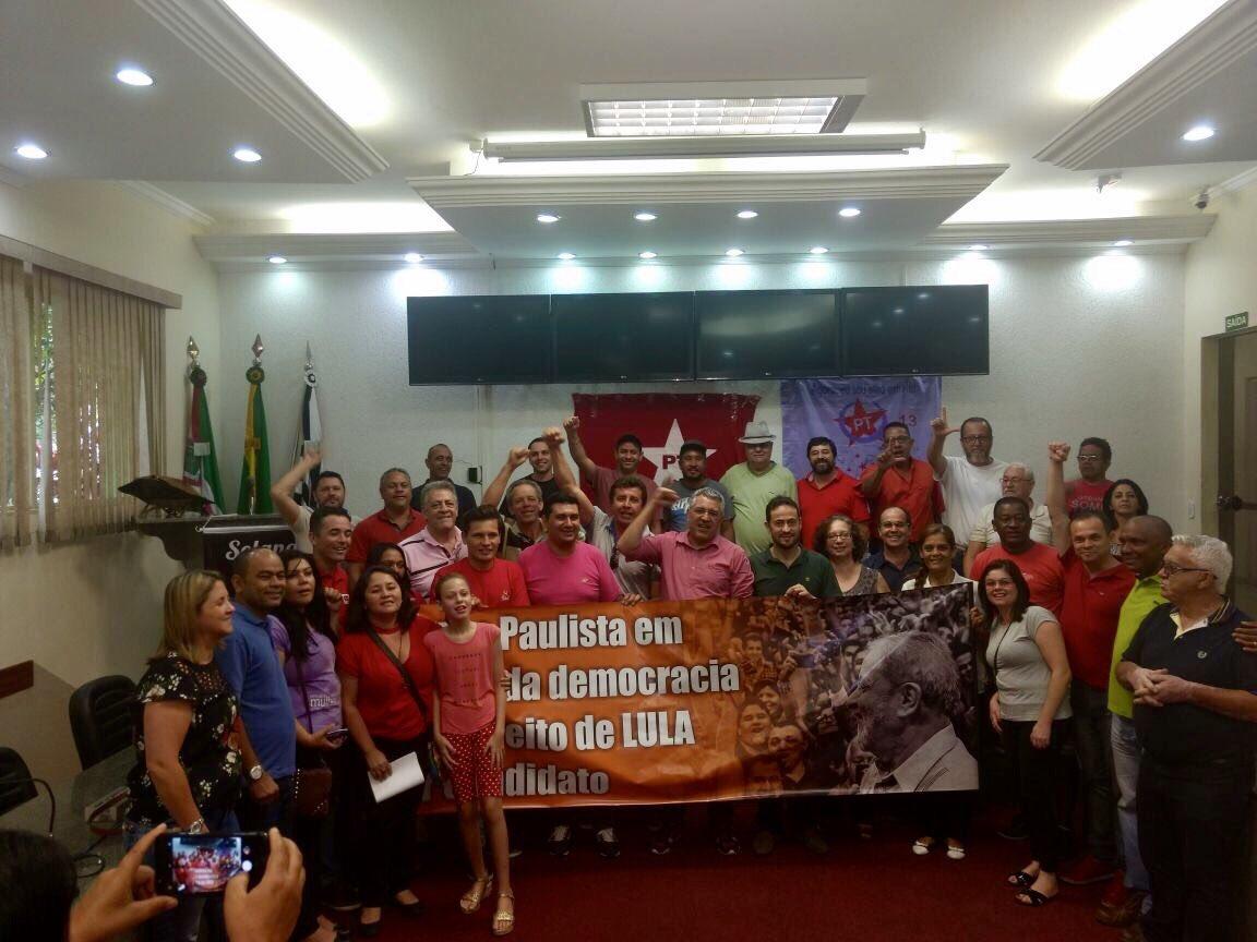 Hoje pela manhã estive no lançamento do Comitê Popular em defesa do presidente Lula e da democracia em Várzea Paulista! Já somos mais de 2 mil comitês criados!!!