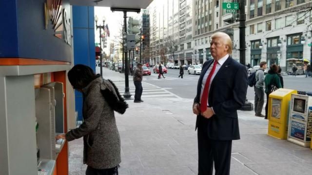 Madame Tussauds trolls Trump, places his figure at ATM ahead of government shutdown https://t.co/aa49b88FhW https://t.co/Fmg9K1qfSY