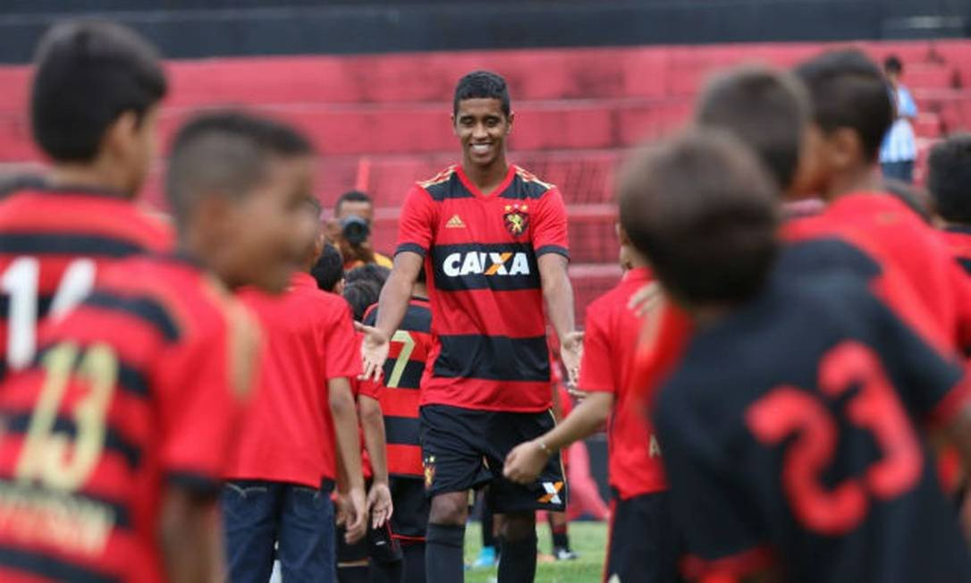 GABRIEL! Reforço do Sport para a temporada, atacante está estreando com gol na Ilha do Retiro. #EstadualÉClássico #NossoFutebol