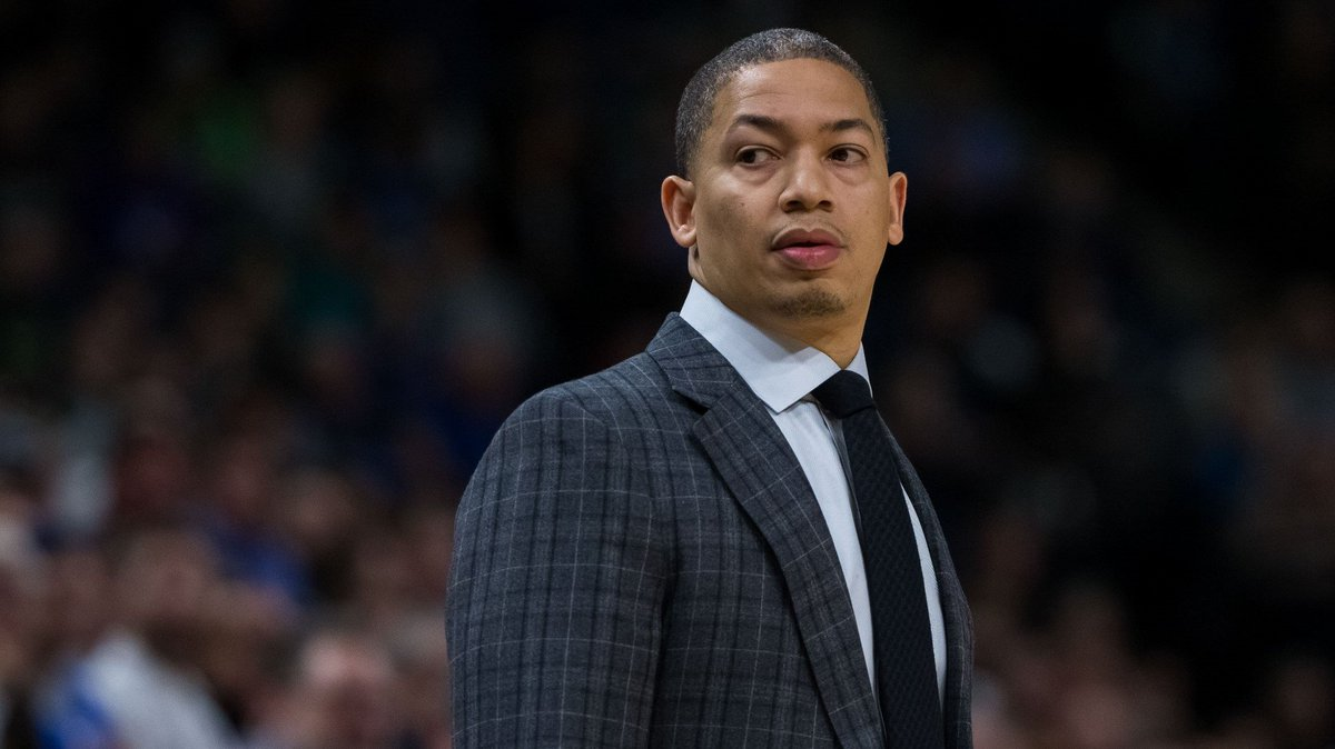 Tyronn Lue says he's not yet considering a lineup change following Cleveland Cavaliers' historic loss https://t.co/bsGtjafasM