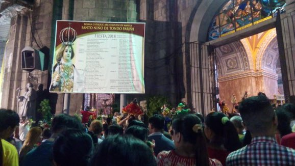 LOOK: Scene outside Tondo Church in Manila during the 4 am Mass for the Feast of Sto. Niño | via @MBLeslieAquino