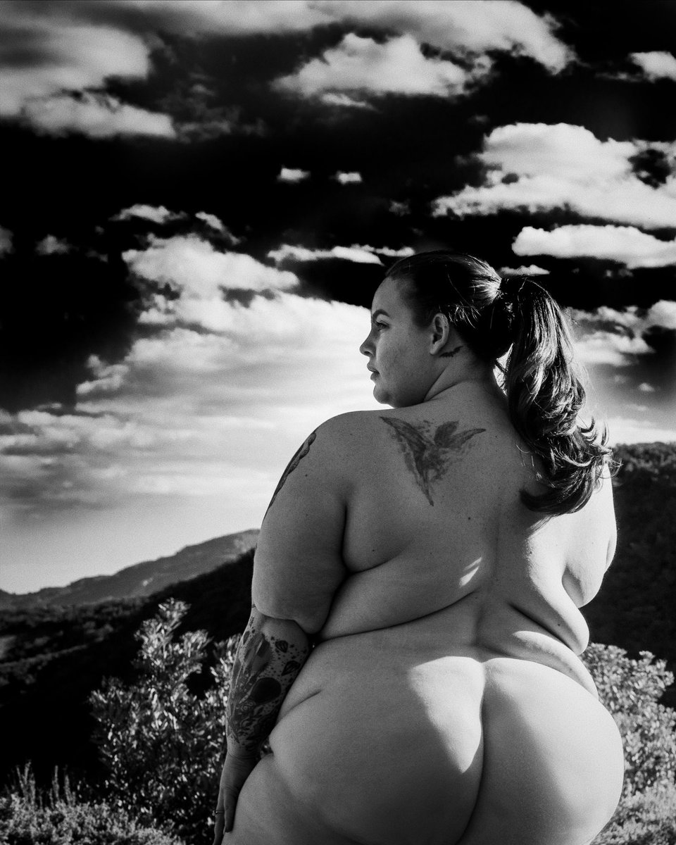 The heaviest plus-size model Tess Holliday undressed in protest