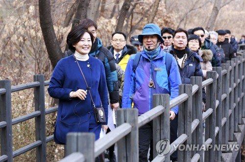 RT @Park_Youngsun: (연합) '서울을 걷다' 박영선의원 https://t.co/4SR8fvvqmr  (연합) 박영선, 서울을 걷다 https://t.co/Pltzt0S5Om https://t.co/VEpFxBx293