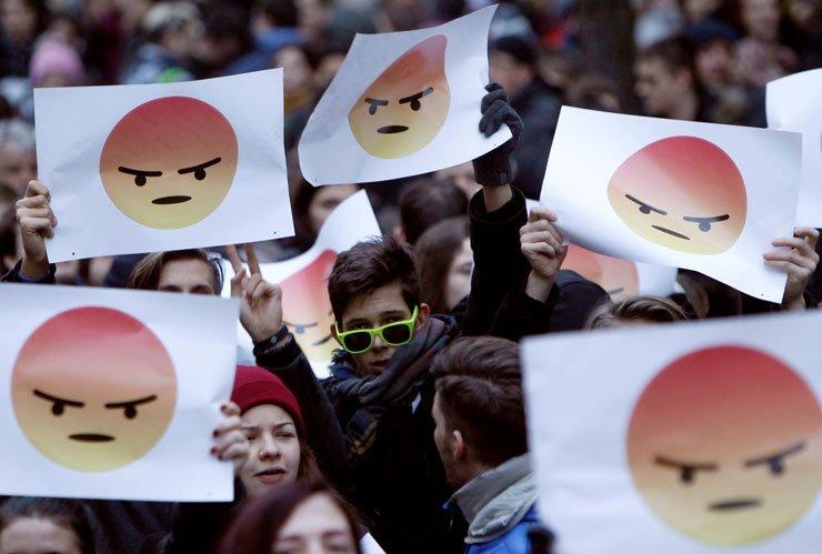 RT @DikenComTr: Macaristan'da eğitim reformu isteyen öğrencilerden hükümete 'kızgın emoji' https://t.co/tpBVf6HK3w https://t.co/gXlYJYuZf8