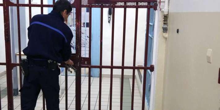 🇫🇷 Agression à la prison de #Borgo : «On essaye de cacher les choses pour ne pas affoler les gens» https://t.co/7ut9yAVByl