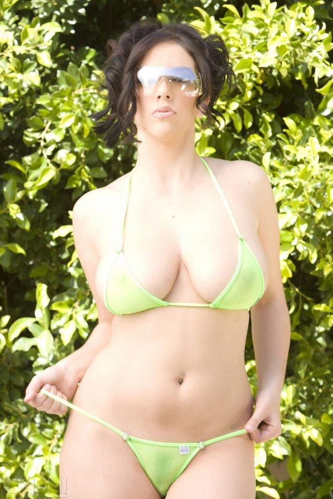 Full Movie: https://t.co/RiYxDRwGdJ Busty Brunette Babe Wearing Green Bikini... ��Add me on snapchat: imdreamgirl �� https://t.co/TINrzUqjcu