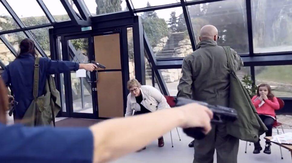 🇫🇷 Quand un député français, comédien de métier, jouait un chef de gang dans un clip de rap. https://t.co/GGzM3kfOhM