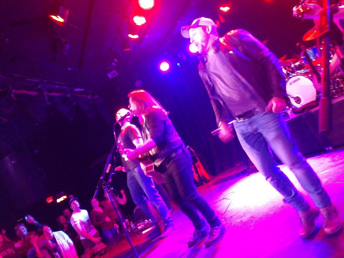 Also @ScottGrimes was singing on stage w...
