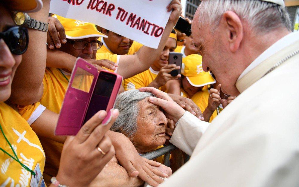 Papa Francisco pede que América Latina lute contra 'praga do feminicídio', em visita ao Peru https://t.co/hvKu6fhC82 #G1