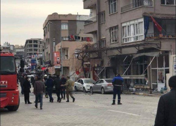 Plusieur #photoss  publiées sur les réseaux sociaux montrent les conséquences de l'attaque. Un homme photographié couvert  #sangde  sur le sol ainsi que des photos de véhicules endommagés ont également circuléhttps://t.co/w10qLc8rDQ  @ssyr79➡️  📸