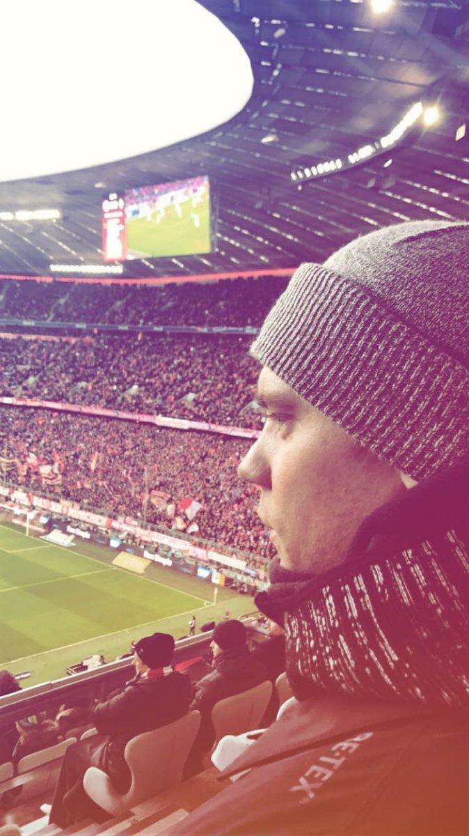 👀 @Manuel_Neuer #FCBSVW #MiaSanMia https://t.co/3HfVjdeRHZ