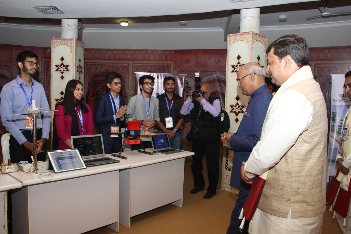  President of India interacts with startups of Gujarat University