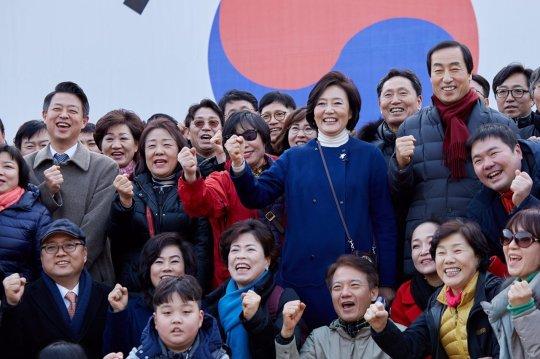 RT @Park_Youngsun: (뉴스1) 박영선 '서울 가장 큰 변화는 첫 女시장'…시민과 둘레길 산책 https://t.co/AaggSReQEW https://t.co/2vRdWb0NR5