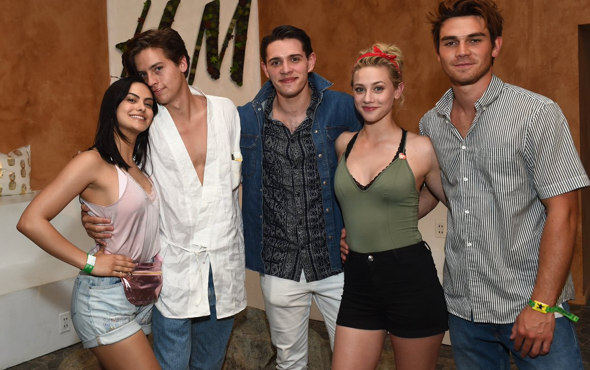 There's nothing but love between the entire #Riverdale cast, according to Camila Mendes. >> https://t.co/JR4gJQq25o