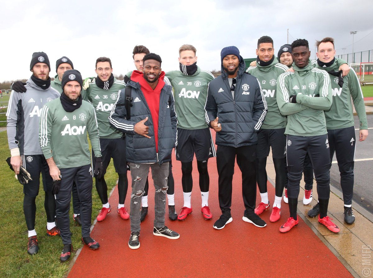 The #NFLPlayoffs are here, and it was great to have @ESanders_10 and @J_No24 drop by recently to meet our #MUFC stars and visit Old Trafford on their @NFLUK Live tour! #NFL