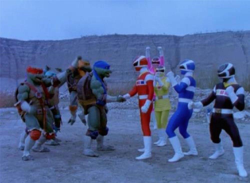 RT @lacosacine: Hay crossovers geniales y después viene esta joya. #PowerRangers #TMNT https://t.co/8BLiwbgtui