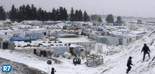 Corpos de refugiados sírios são encontrados congelados depois de fugirem para o Líbano em meio a frio extremo https://t.co/9bXkVIkOzf