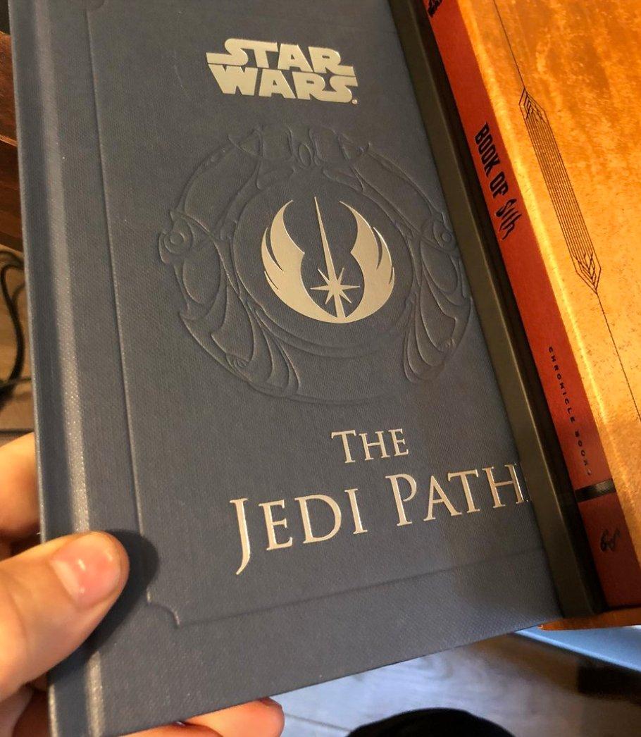 ICYMI: @starwars #TheLastJedi director @rianjohnson shuts down Luke Skywalker critics with 6 perfect tweets https://t.co/1CGCp5gfbS