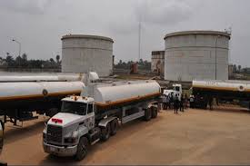 Fuel discharge delay returns queues in Lagos filling stations https://t.co/VhYnHiBt0u https://t.co/cdOSKnwbMD