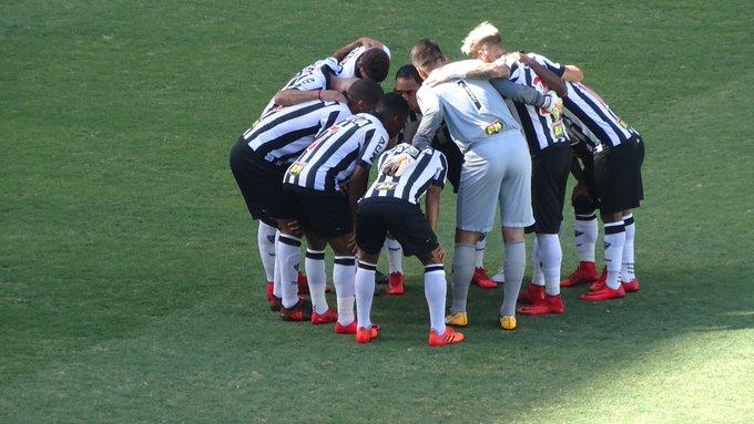 Rafael Araújo  faelluisRicardo Oliveira puxou o grito na última conversa  antes do jogo começar.  trhorto 40a5efc768b05