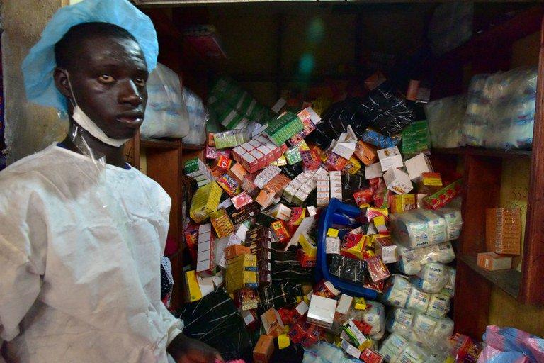 Medicamentos falsos, um negócio rentável e mortal na África. https://t.co/7iZdiRJcda