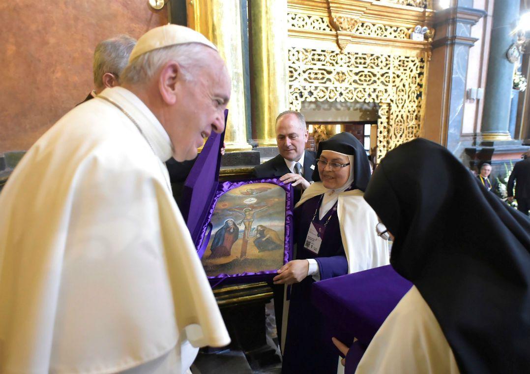 No Peru, Papa diz que freiras fofoqueiras são piores que terroristas. Em um encontro descontraído, pontífice afirmou que as fofocas devem ser evitadas no convento, pois são inspiradas pelo demônio.