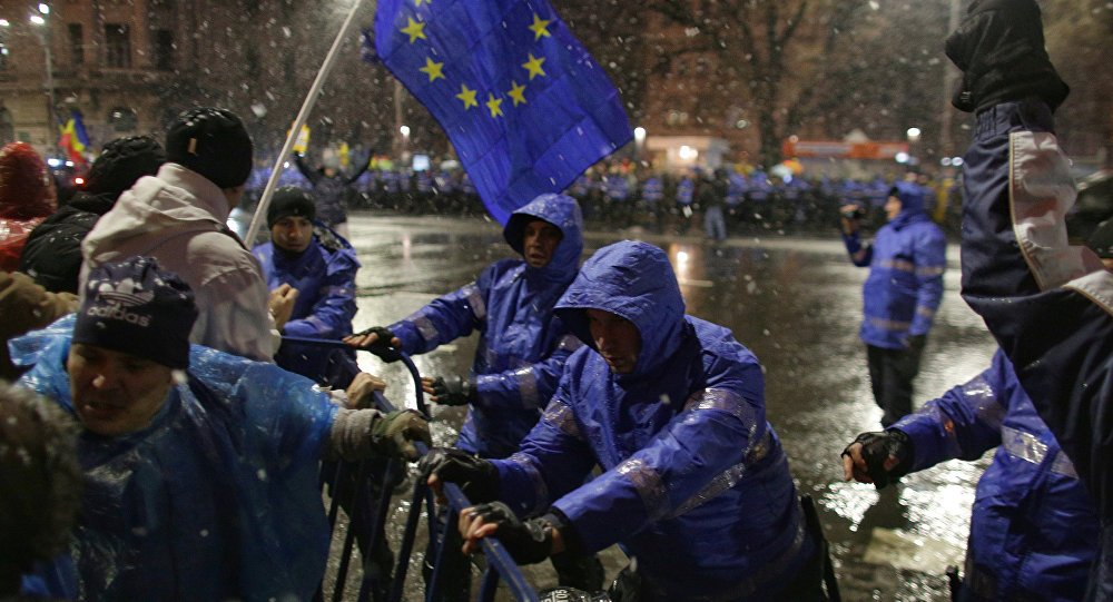 Snow won't stop them: Widespread #corruption protests across #Romania sptnkne.ws/g62n