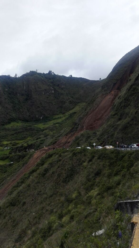 13 die after massive landslide throws bus into abyss in Colombia (PHOTO, VIDEO)