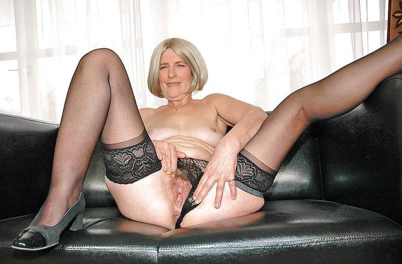 спалился голые старушки в колготках она, наваливаясь