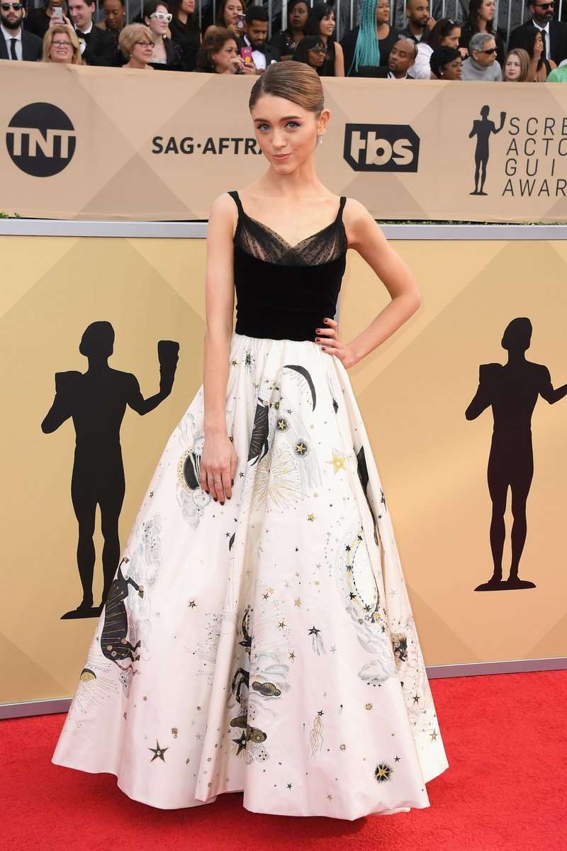 #StrangerThings's @NataliaDyer wears @Dior Spring 2017 Couture to the #SAGAwards: https://t.co/fFkmTCBrjh